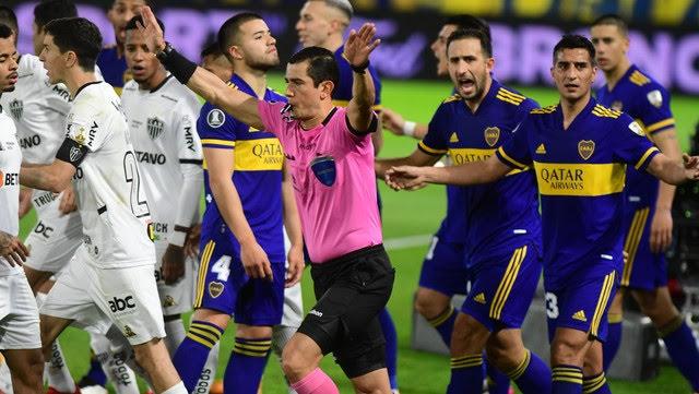 Andrés Rojas Noguera fue el árbitro principal del partido de ida de octavos de final de Copa Libertadores entre Boca y Atlético Mineiro.